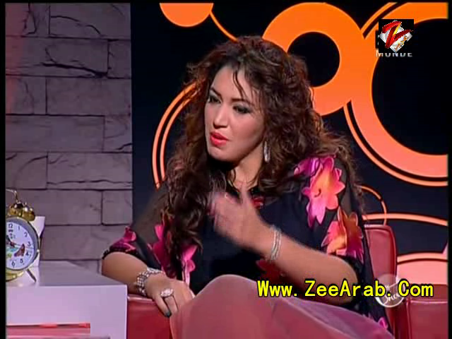 Asmae Lmnowar Sur Rachid Show - رشيد شو أسماء لمنور